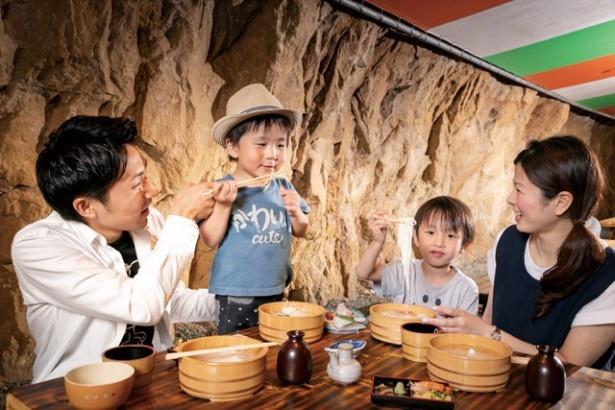 【写真を見る】九十九島シーサイドホテル&スパ 花みずき / 全長26mの洞窟。「たらいそうめん」は9/24(祝) まで開催中で、悪天候時は休業の場合あり