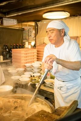 丸星ラーメン / 豚骨が焦げ付かないよう、頻繁にかきまわすのも旨いスープのポイント