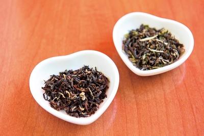 収穫時期の違う2種のダージリンで味と香りを鮮明に
