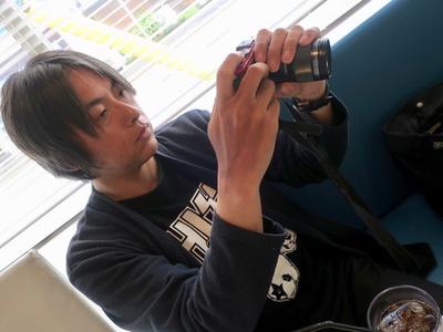 クラシックバーガーはバンズのクラウン(上部)をずらして上から撮影するなど撮影法にこだわりが!