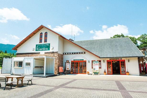 曽爾高原からすぐの施設では特産品の販売やレストランが併設/ファームガーデン(すすきの館)