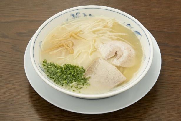 「南京ラーメン 黒門」の「ラーメン」(600円)。一口目はあっさり、食べ進めるごとに旨味が押し寄せる