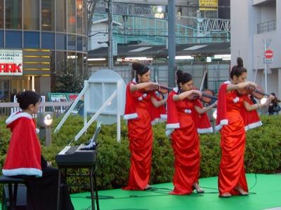 バイオリンの音色が竹ノ塚の駅に響き渡った