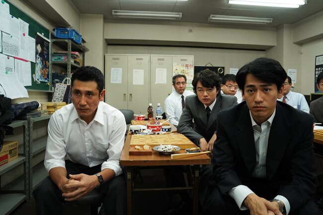 【写真を見る】3年で3度、将棋がテーマの作品に出演した染谷将太