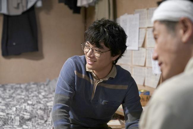主人公よりも先にプロ棋士となる村田康平役を演じた染谷将太