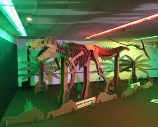 会場内にはダンボールでできた恐竜も!?