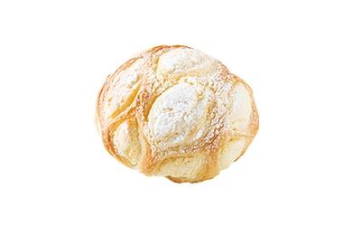 「Boulangerie Jardin」の「メロンパン」(150円)。クッキーの上にクロワッサン生地を巻くことで新食感を生む。甘さ控えめ
