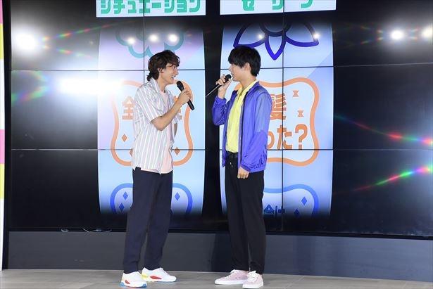 「全力疾走の後に」「髪、切った?」の即興演技を披露する小関裕太