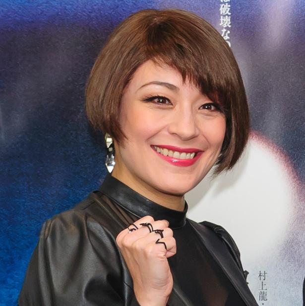 【写真を見る】女優として活躍する高嶋政宏の妻シルビア・グラブ