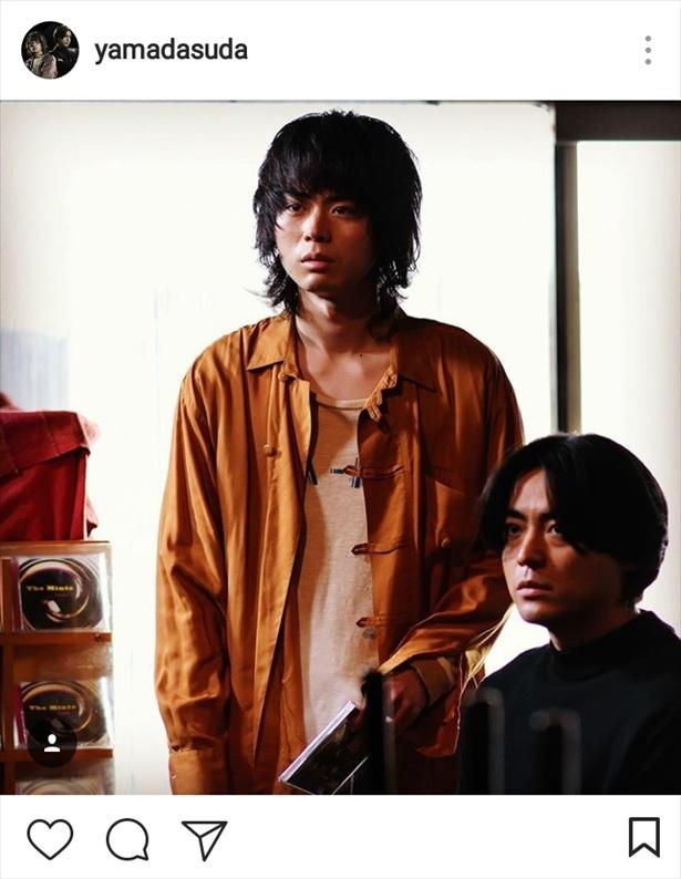 【写真を見る】大好きなバンドのメンバーの前で緊張する圭司(山田)…!これはかわいい(笑)