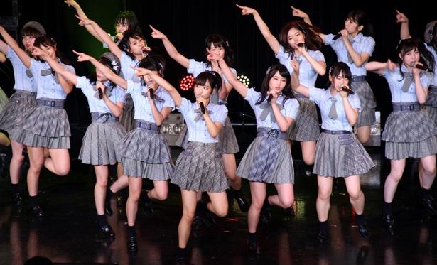 AKB48チーム8が小栗有以をセンターに「ハイテンション」をパフォーマンス
