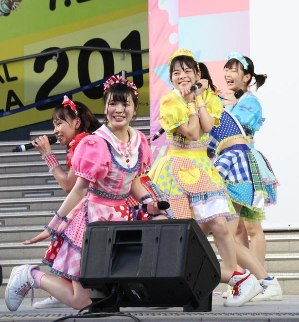 KAMOがネギをしょってくるッ!!!の藤宮もな、樋口さや、八雲ゆり、柊はな、蒼井はるなが8月4日「TOKYO IDOL FESTIVAL 2018」(8月3日~5日、お台場・青海周辺エリア)のFESTIVAL STAGEに出演した