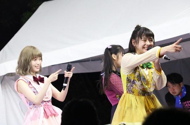 【写真を見る】2017年12月加入の新メンバー・深瀬美桜(右)も美少女!
