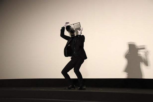 舞台あいさつへ乱入したカメラ男