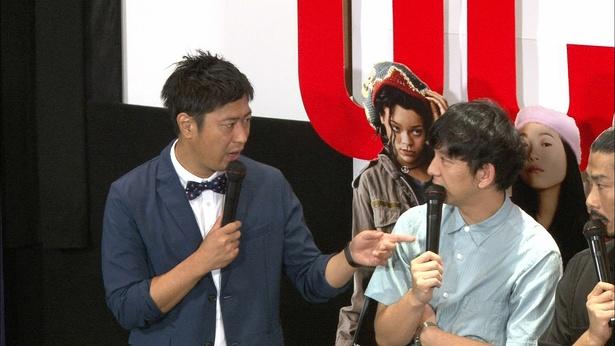 パンサー・尾形貴弘(左)