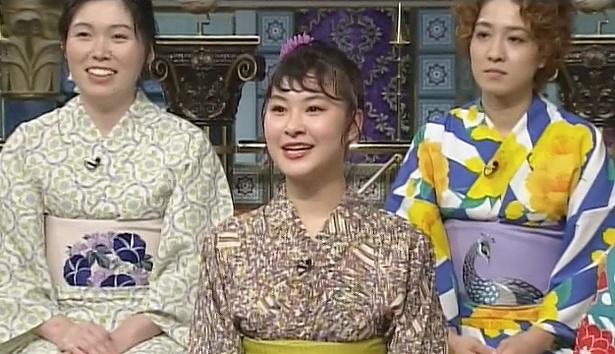 村上佳菜子(中央)