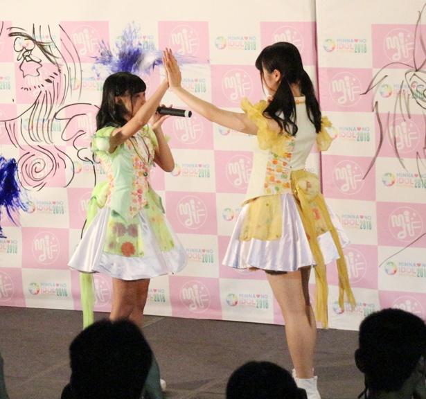 ゆうゆ(片山結愛)&かこちゃん(菅谷夏子)、ステージ上で見つめ合う??