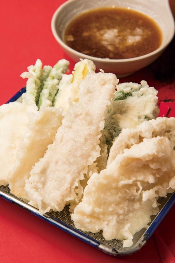 屋台 玄海 / 魚、豚、野菜の全8品を盛り合わせた「天ぷら盛り合わせ」(900円)