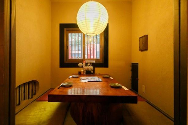 博多 芳々亭 / テーブル席がメイン。人気の半個室は1室限定なので早めの予約を
