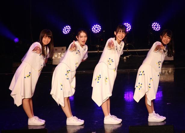 【写真を見る】超絶美少女4人組!平均年齢16歳・sora tob sakanaのライブ写真