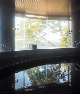 太平洋を見渡す温泉で癒される「大浴場 海の湯」/SHIRAHAMA KEY TERRACE  HOTEL SEAMORE