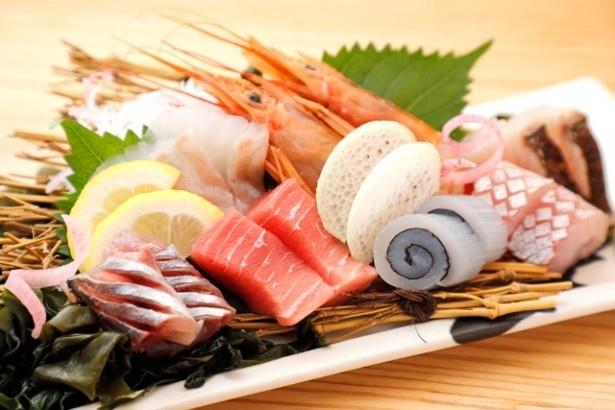 長浜鮮魚卸直営店 博多魚助 / 新鮮な海の幸満載!一番人気の「特上!長浜盛り!」(1人前950円)