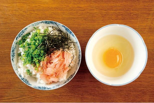シメは「削り立て鰹節の卵かけご飯」(518円)で