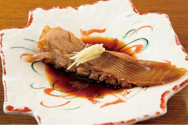 「煮魚」(410円)。煮魚も焼き魚も注文が入ってから調理する