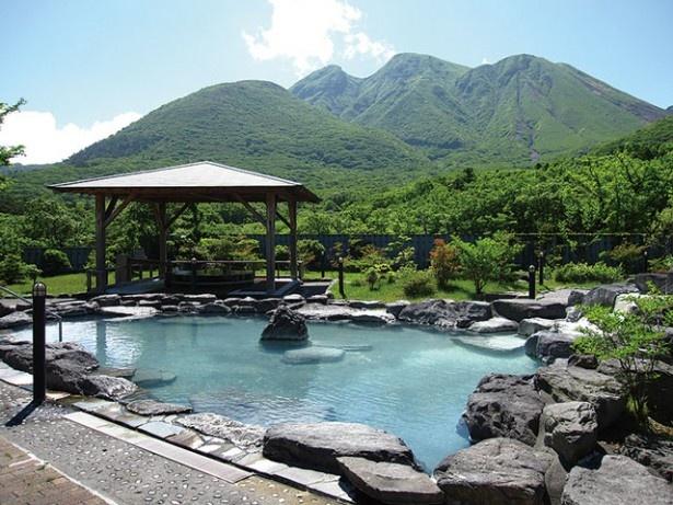 九重星生ホテル / くじゅうの自然に囲まれた「山恵の湯」の露天風呂(男女日替り)