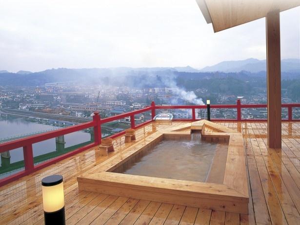 小京都の湯 みくまホテル / 湯舟につかりながら、日田市街や山々を展望できる自慢の露天風呂