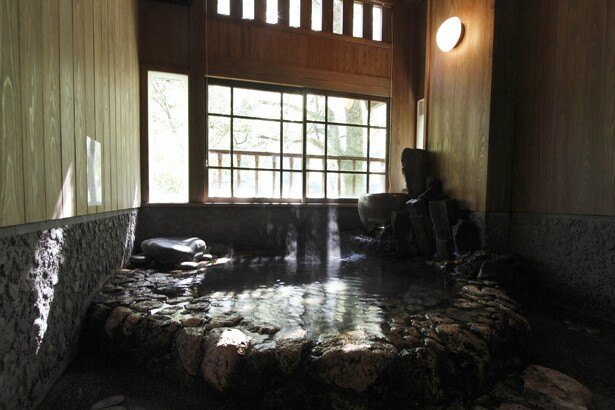 秘湯 うめ乃ゆ / エアコンを完備した休憩室がセットになった家族風呂