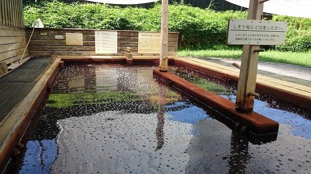 「ラムネ温泉」は、露天風呂と内湯でお湯の温度が違うので入り比べるのも楽しい