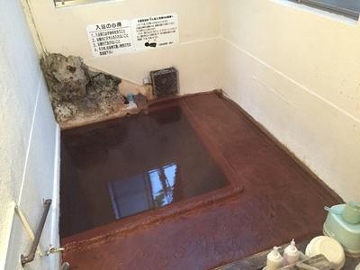 「下ん湯」のお湯は無色透明だが、とにかく泡がスゴイ!夏になると入りたくなるというリピーター多し