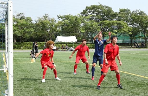 【写真を見る】本番組初出演となる大迫勇也選手が半端ないヘディングを見せる!?