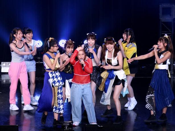 大阪☆春夏秋冬とフィロソフィーのダンスのコラボレーションで、日向ハルは曲名を間違えてしまい、全員からツッコミを浴びる