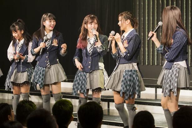 【写真を見る】8月5日の劇場公演で、NMB48の8th Anniversary LIVEとアジアツアーと山本彩さんの卒業コンサートの開催を発表 ©NMB48