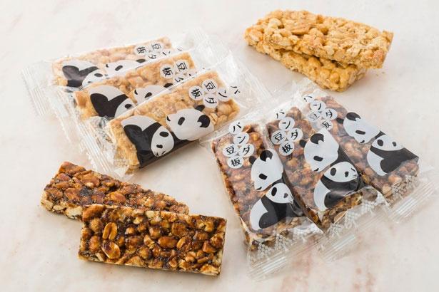 上野案内所で販売されている「パンダ豆板」(16枚入り900円)。誰に贈っても喜ばれる、昔ながらの豆菓子