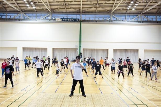 USA考案の「EXダンス体操」でウォーミングアップ!