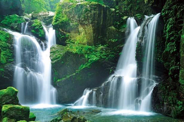 【写真を見る】二重の滝は轟本滝の上流にある滝/轟 九十九滝