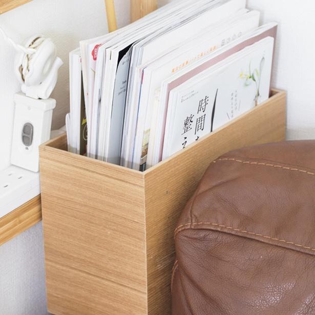 ひじ掛けと同じ幅の収納ボックスにまとめ収納
