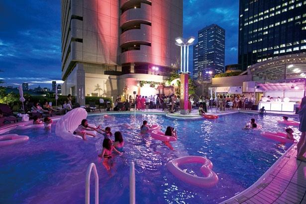 ナイトプールの先駆者ホテルニューオータニ大阪に潜入&人気ナイトプール4選をご紹介