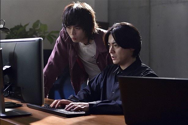 山田孝之と菅田将暉主演のドラマ「dele」の作品づくりの裏側を集中連載する