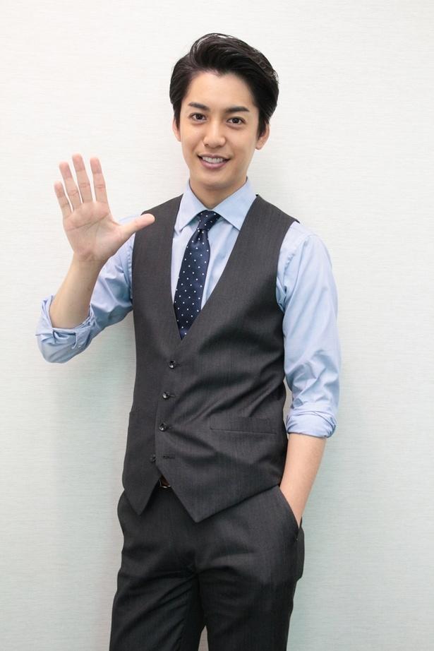 【写真を見る】愛されキャラ・大野拓朗の爽やかな笑顔をキャッチ!