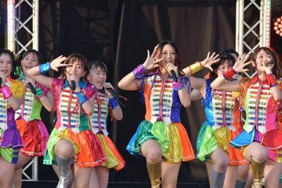 チームKⅡは古畑奈和(前列中央)がセンターを務め、「兆し」を歌った