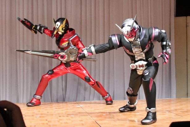 【写真を見る】仮面ライダージオウ(右)、ゲイツによる激しい戦いが!