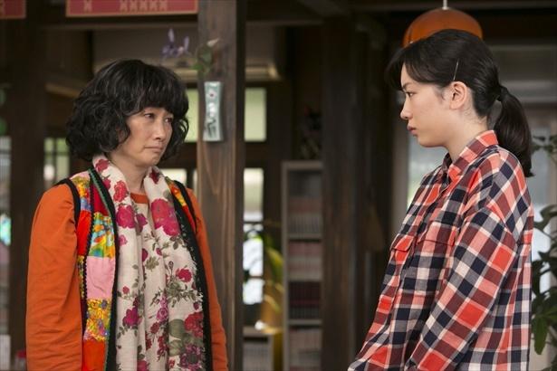 鈴愛は貴美香先生(余貴美子)から、和子の病状が思いのほか悪いことを知らされる