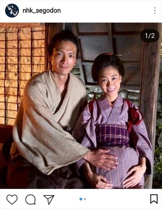 夫・吉二郎(渡部豪太)と「授かりもした」と幸せそうなお園(柏木由紀)