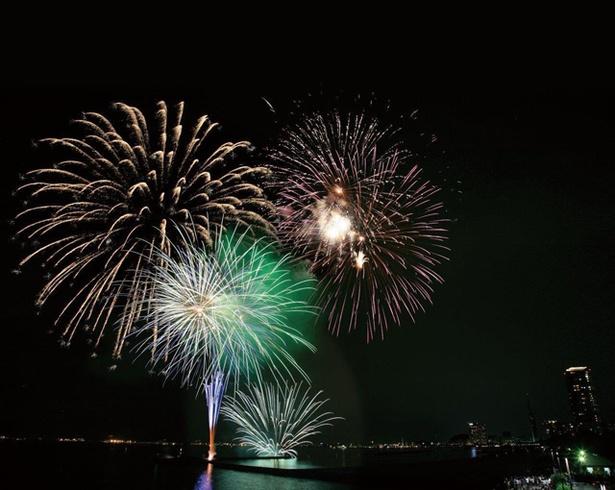 第31回精霊流し花火大会 / 姪の浜を鮮やかに彩る約2000発の花火