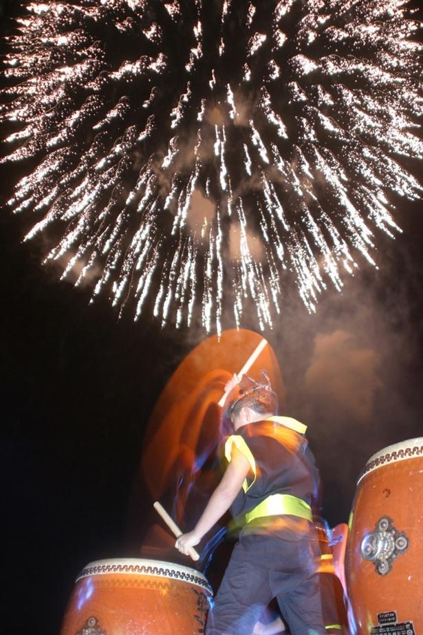 かわたな夏まつり / 大村湾をバックに川棚町の祭りのフィナーレを飾る