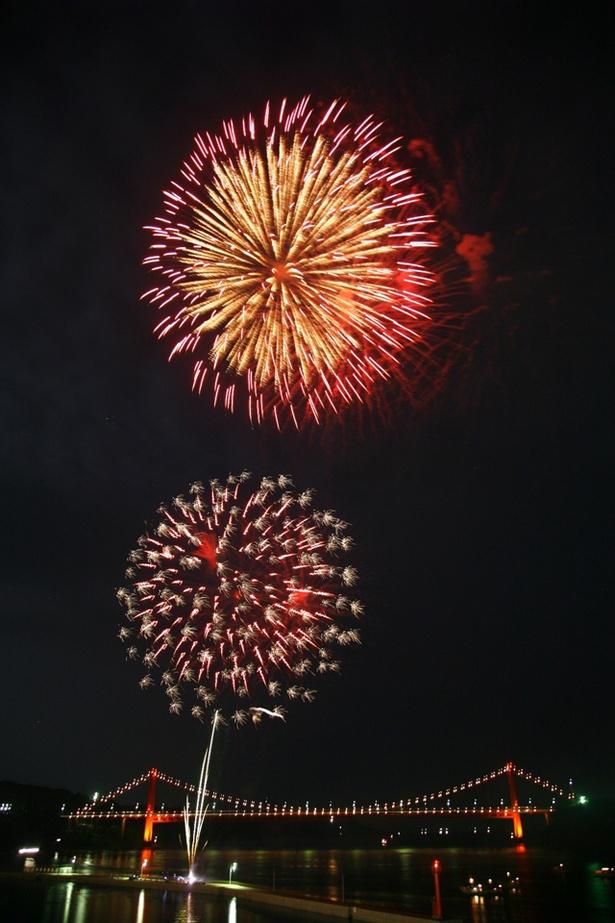 たびら夏祭りシーサイド花火大会 / 田平港に水中花火が花開く